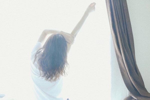 【寝室の風水】インテリア、色の工夫で睡眠の質が上がる寝室に!