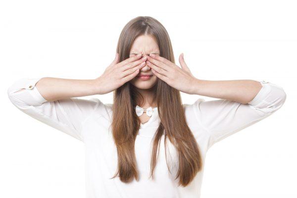 【目の疲れを取る方法】食べ物&アイテムを紹介~原因は「肝」の弱りかも~