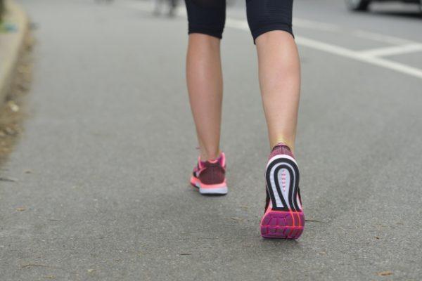 「踵から着地歩き」は体に負担!つま先から歩きの3つのメリット♪健康は開運の一要素
